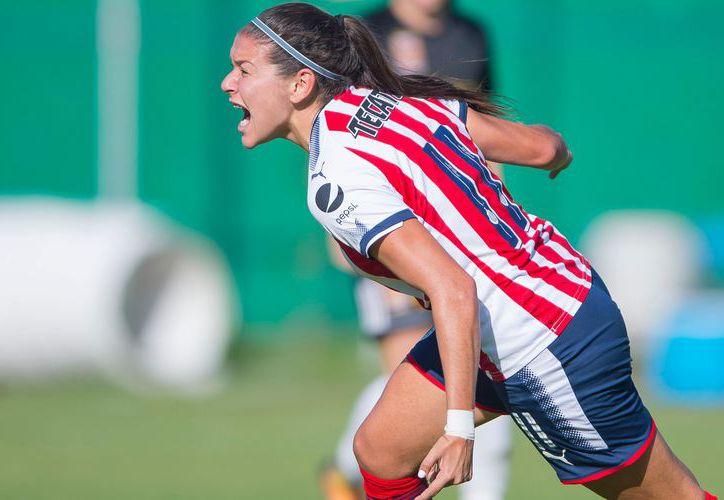 Guadalupe Vanessa Sánchez juega de defensa con el cuadro rojiblanco.  (Foto: El Informador)