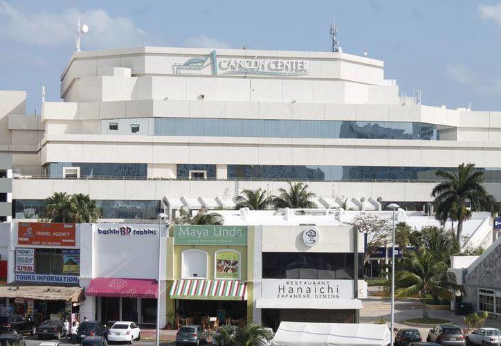 Consideran al Centro de Convenciones como pequeño para este destino turístico. (Israel Leal/SIPSE)