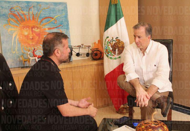 El pre candidato a la Presidencia de México durante una entrevista con Novedades Quintana Roo. (Yvette Y Cos/SIPSE)