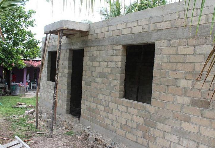 El programa consiste en la construcción de una vivienda de al menos 40 metros cuadrados, con dos recámaras, baño y cocina. (Edgardo Rodríguez/SIPSE)