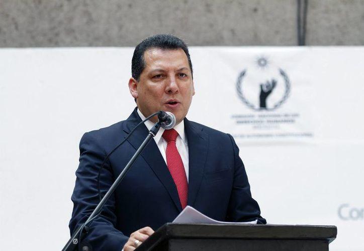 Los representantes de Raúl Plascencia presentaron más de tres mil firmas que apoyan la candidatura del actual presidente de la CNDH. (Notimex/Archivo)
