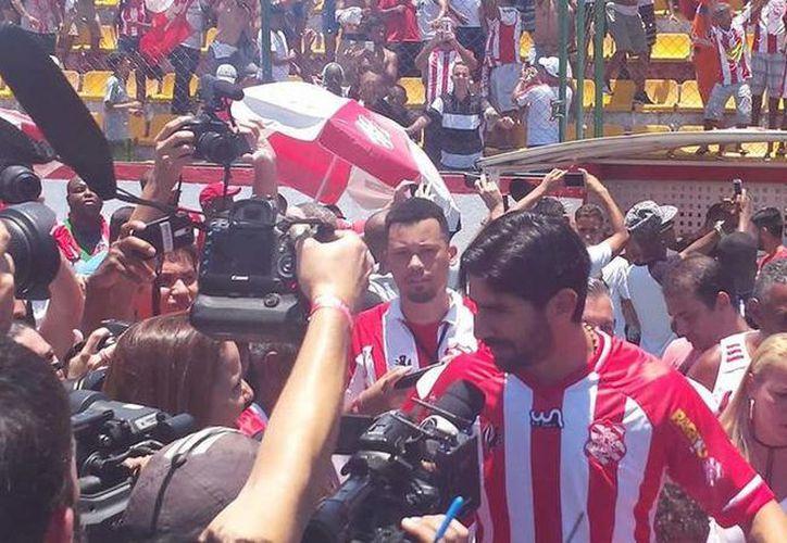 Sebastián 'El Loco' Abreu durante su presentación como nuevo jugador del Bangu, equipo de la serie D del futbol de Brasil.  (Foto: Bangu Atlético Clube)