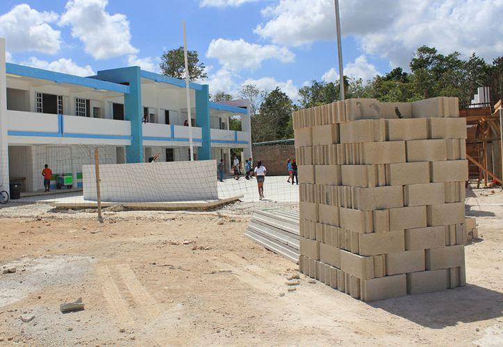 El plazo de entrega de las obras en las escuelas es antes del periodo vacacional de diciembre. (Foto: Jesús Tijerina/SIPSE)