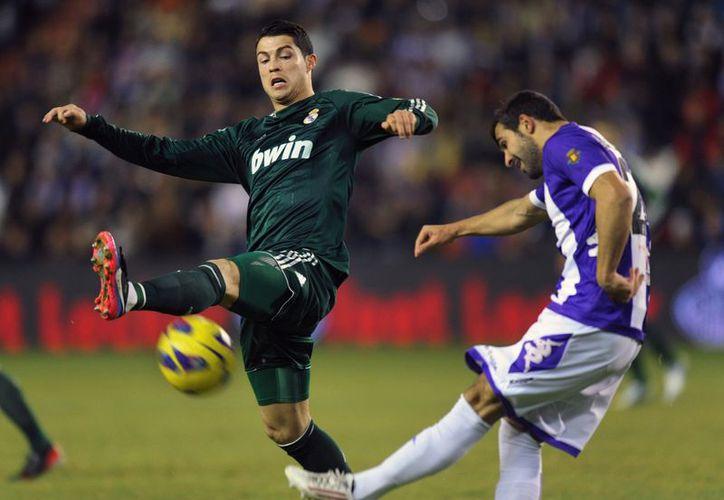 El Valladolid no dejó de correr y presionar al Real Madrid . (Agencias)