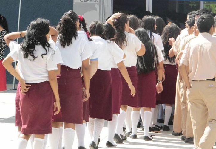 Existe descontento por horario de entrada en escuelas secundarias. (Tomás Álvarez/SIPSE)