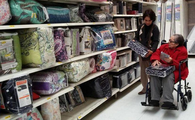 Entre las irregularidades detectadas por Profeco en más de 180 negocios está la no exhibición de precios al consumidor. (Archivo/Notimex)