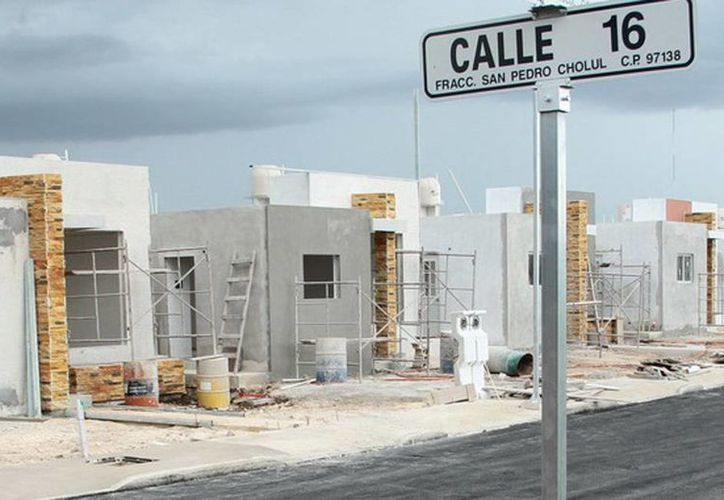 Dólar cambia el valor de casas en Yucatán. Imagen de uno de los fraccionamientos nuevos que se construyen en el norte de Mérida. (Milenio Novedades)