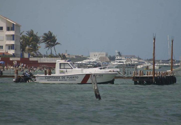 Los puertos podrían cerrarse antes de las 15 horas, si las condiciones del clima, no son favorables. (Sergio OrozCO/SIPSE)