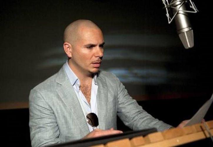'Mami, si tú quieres bailar, aquí estoy yo, me dicen que tú 'ta enferma, eso te lo curo yo', es una de las estrofas de Pitbull en esta canción.(Agencias)