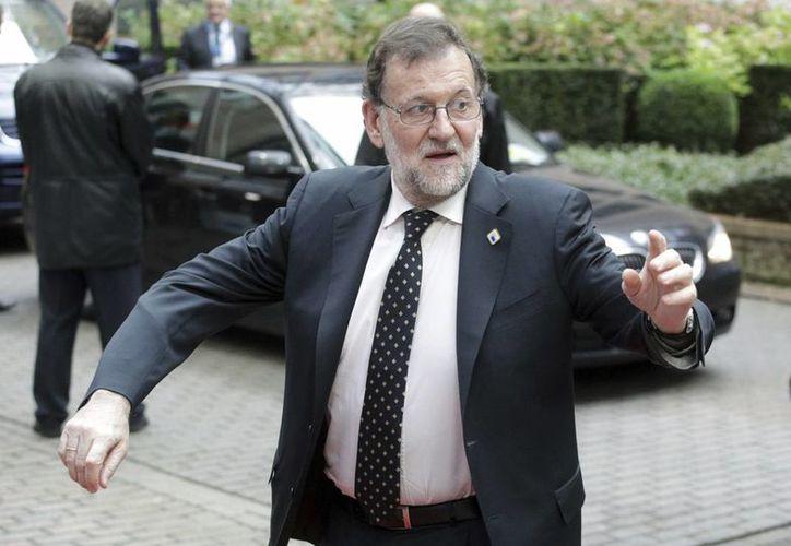 El comité federal del Partido Socialista dijo este domingo que se abstendrá en un voto de investidura contra el presidente interino Mariano Rajoy. (AP)