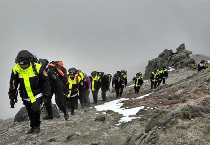 Hace unos días integrantes de la Policía de Alta Montaña realizaron un recorrido por el en el volcán Xinantécatl, conocido como el Nevado de Toluca. (twitter.com/CESC_Edomex)