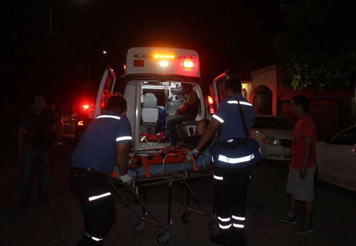 A pesar de que el conductor trató de evadirlo, le fue imposible y se lo llevó entre las llantas. (Foto: Redacción/SIPSE)