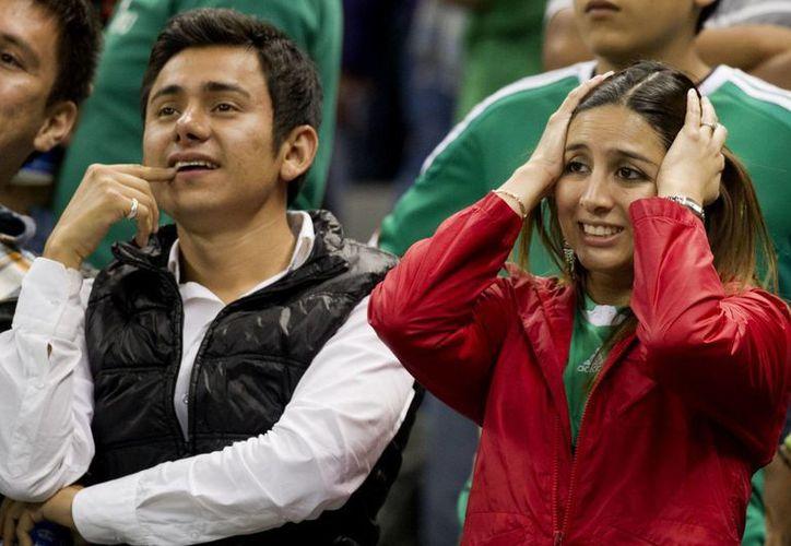La afición mexicana pidió a gritos la salida del 'Chepo' al terminar el partido. (Foto: Agencias)