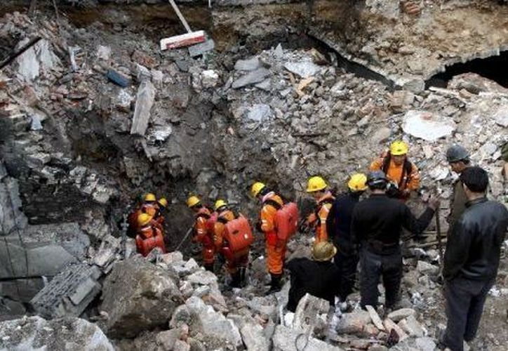 Se reportó que de los 10 trabajadores que sobrevivieron, horas más tarde cinco fueron rescatados. (Foto de contexto)
