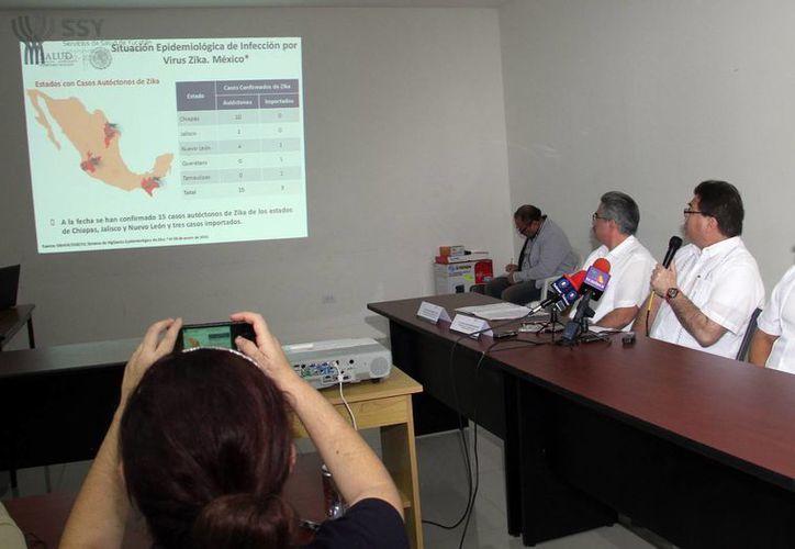 Imagen de la conferencia de prensa en donde la Secretaría de Salud de Yucatán dio a conocer los casos sospechosos en Yucatán. (Milenio Novedades)