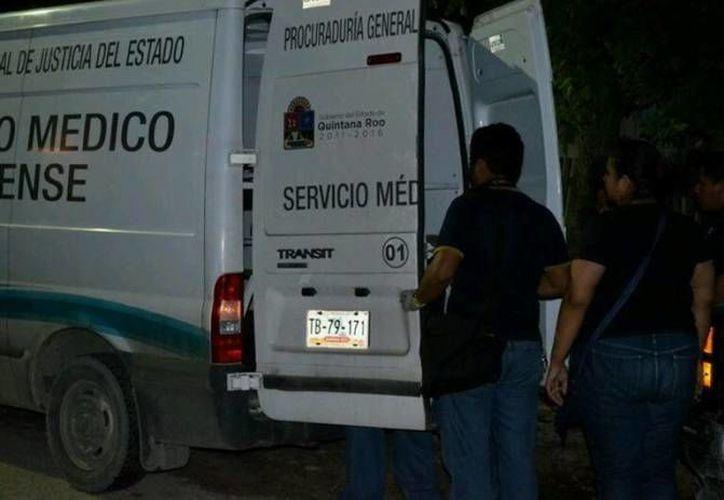 El personal del Servicio Médico Forense, se hizo cargo del levantamiento del cuerpo. (Redacción/SIPSE)
