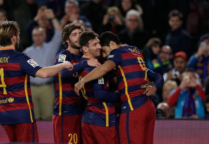 Contra un Betis que aguantó en la primera parte, el Barcelona despidió un año 'de ensueño' goleando en la Liga BBVA de España, 4-0 en el Camp Nou. (Imágenes de AP)