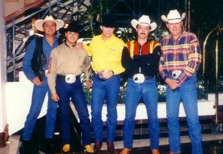 Caballo Dorado es famoso por temas como 'Payaso de rodeo' y 'No rompas más'. (pendulo.mx)
