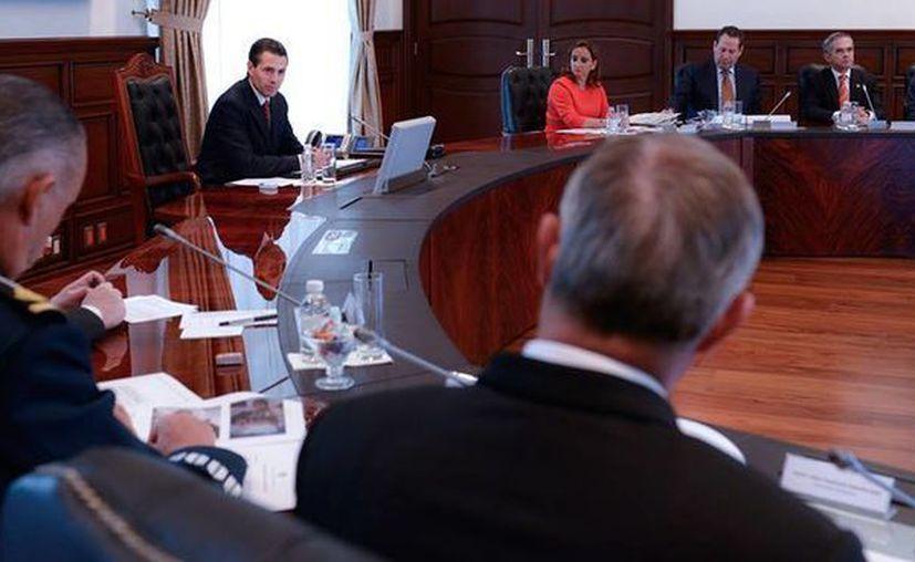 Peña Nieto agradeció la presencia y colaboración de los mandos de seguridad, secretarios de Estado y gobernadores para revisar la logística y protocolo por la visita del Papa. (Facebook/Presidencia)