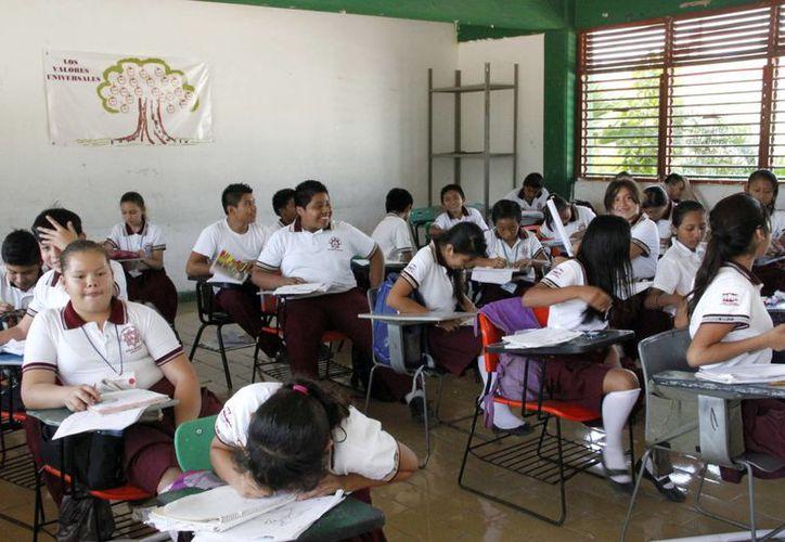 Los temas son tratados en escuelas públicas y privadas. (Tomás Álvarez/SIPSE)