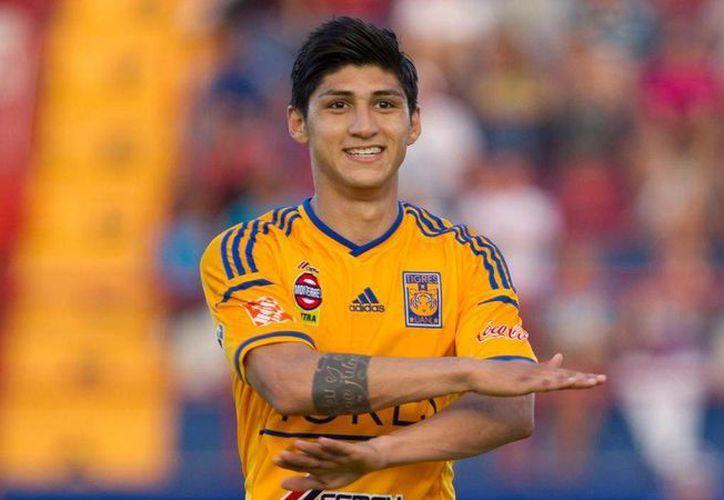 Alan Pulido felicitó a las Águilas del América por Twitter, a pesar de su pasado felino. (Archivo Mexsport)