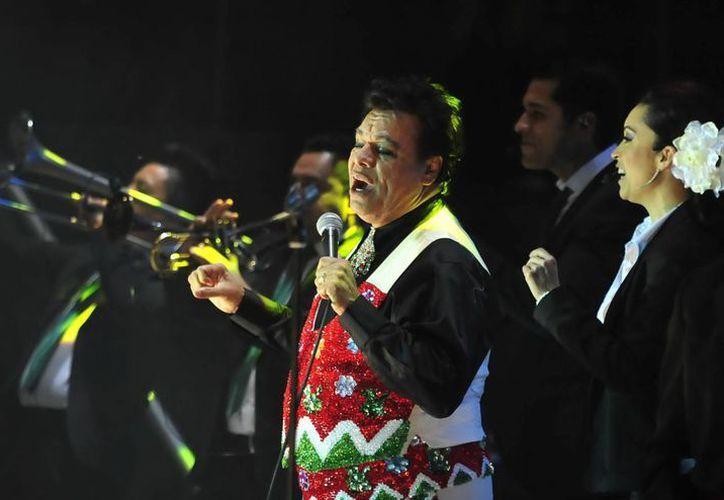 Juan Gabriel es uno de los favoritos en la categoría de música latina en los Premios Billboard. (Foto de archivo de Notimex)