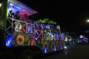 Colorido desfile carnavalesco en Chetumal