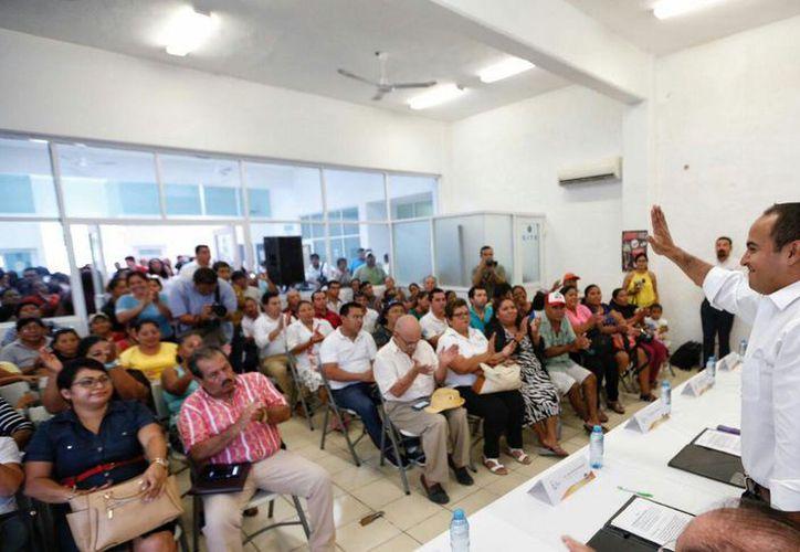 Firman convenio en beneficio de las familias de la zona continental. (Cortesía)