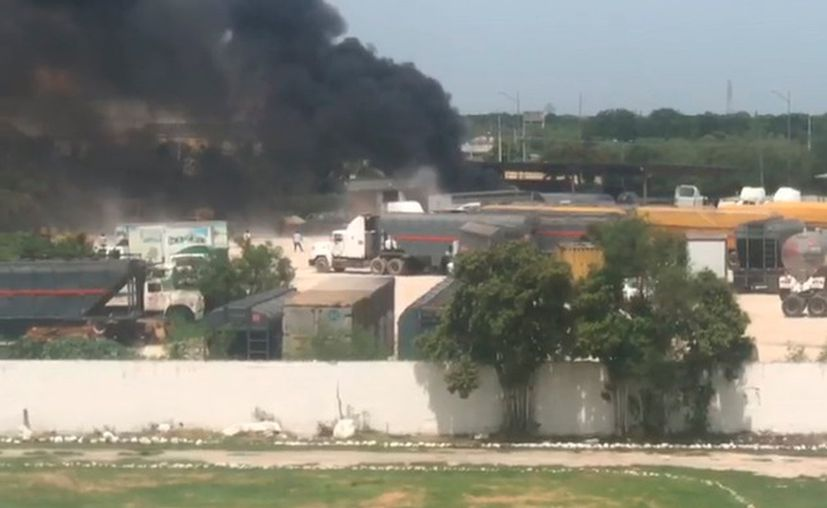 Una larga columna de humo se veía a kilómetros de distancia. (Captura de pantalla)