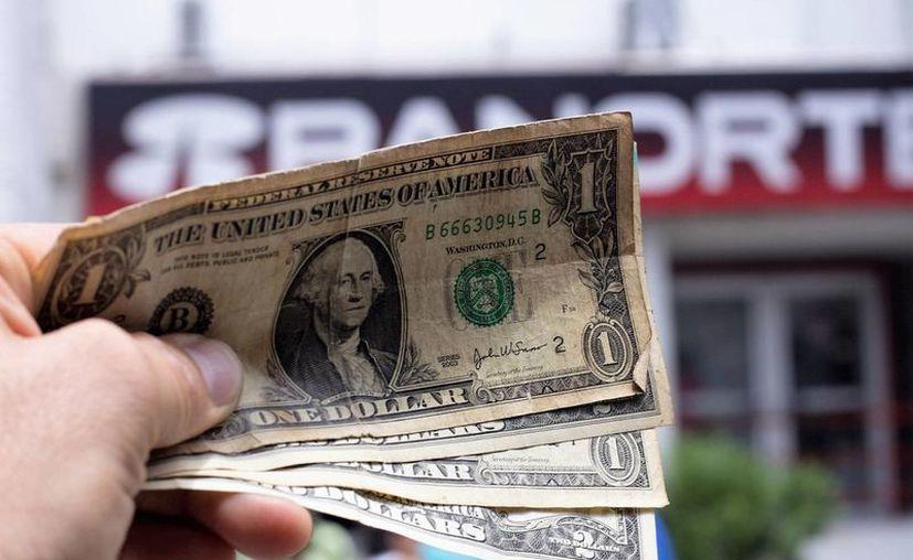 Banorte ofrece el dólar en 19.35. (SIPSE.com)