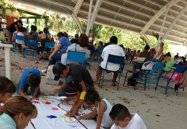 El DH Bus Project contempla hasta el término de año, continúen visitando cuatro escuelas semanalmente. (Octavio Martínez/ SIPSE)