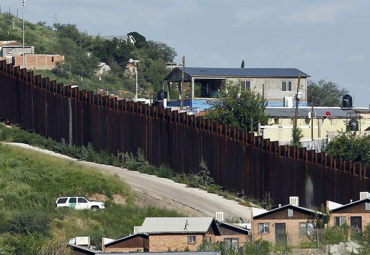 Foto del 9 de agosto de 2012 en la que se aprecia un vehículo de la Patrulla Fronteriza Estadounidense en Nogales. (Agencias)