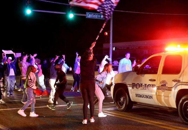 El caos en Baltimore comenzó tras el funeral de Freddie Gray, quien habría sido asesinado por la policía. Ahora las protestas se extendieron a Ferguson. (AP)