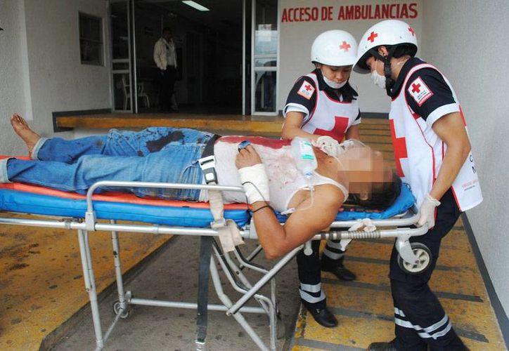 José Rafael C. C., de 45 años, fue internado en el hospital con una herida de bala. (SIPSE)