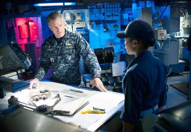 La serie The Last Ship, que comienza transmisiones en agosto, fue videograbada en escenarios reales, e incluso se usó un barco de la Armada de EU. (Imagen de contexto/tvguide.com)
