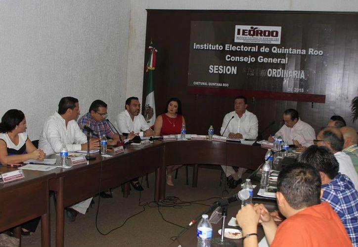 En comité, se presentaron los escenarios finales de las distritaciones de los estados de Puebla y Quintana Roo. (Ángel Castilla/SIPSE)