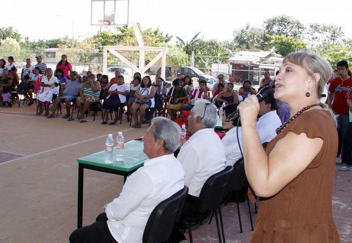 """Patricia Cabrera dijo que """"Cuenta Conmigo"""" promueve actividades extracurriculares para estudiantes. (Juan Albornoz/SIPSE)"""