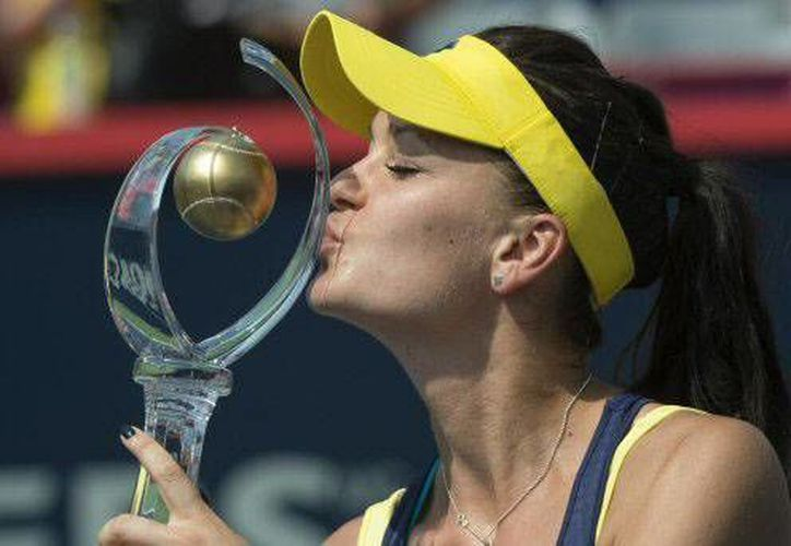 Agnieszka Radwanska derrotó 6-4, 6-2 a Venus Williams. (The Associated Press)