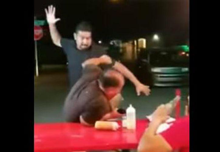 Tras golpear al estadounidense, este se puso a gritar y terminó llorando. (Foto: YouTube)
