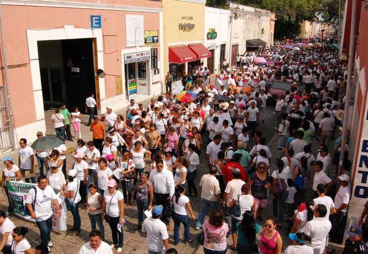 Los profesores de Yucatán se manifestaron este sábado en contra de las reformas a las leyes educativas. (Wilbert Argüelles/SIPSE)