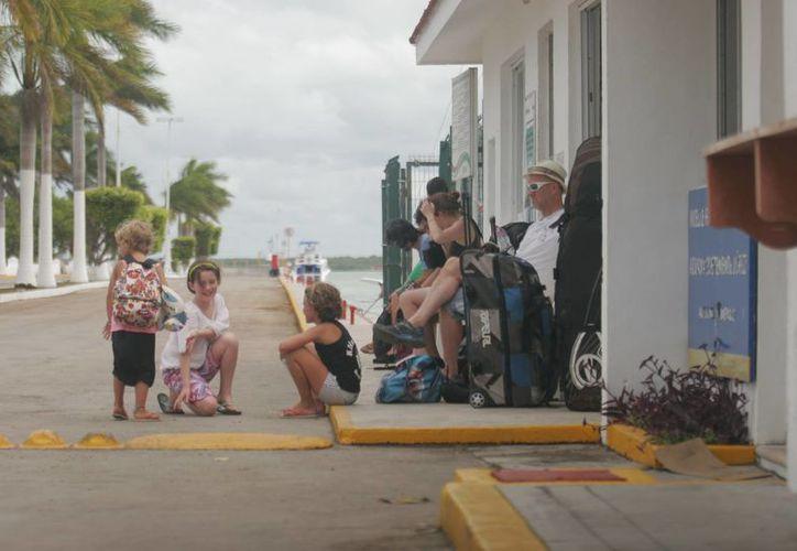 El turismo nacional opta por la tranquilidad que encuentra en los destinos ubicados al sur de Quintana Roo. (Eddy Bonilla/SIPSE)