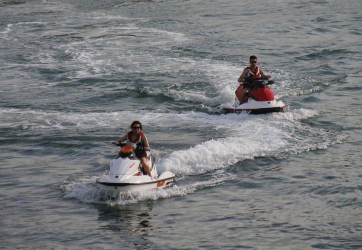 Las actividades náuticas se paralizan cuando se registran días lluviosos. (Tomás Álvarez/SIPSE)