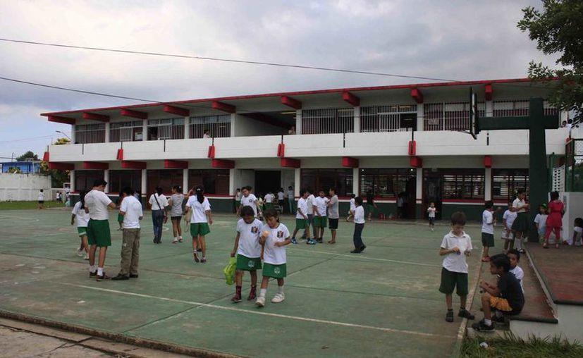 Casi mil docentes han realizado su pre registro para concursar por una de las plazas que ofrece la SEyC. (Harold Alcocer/SIPSE)