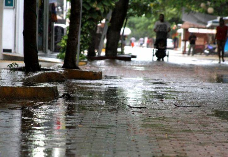 El meteorólogo local advierte que continuarán las luvias intermitentes sobre el municipio de Solidaridad. (María Mauricio/SIPSE)