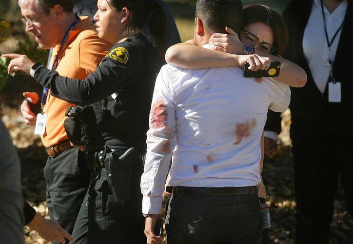 El tiroteo en San Bernardino, California, revive -una vez más- la necesidad de aprobar leyes que regulen la compra y venta de armas de fuego. (AP)