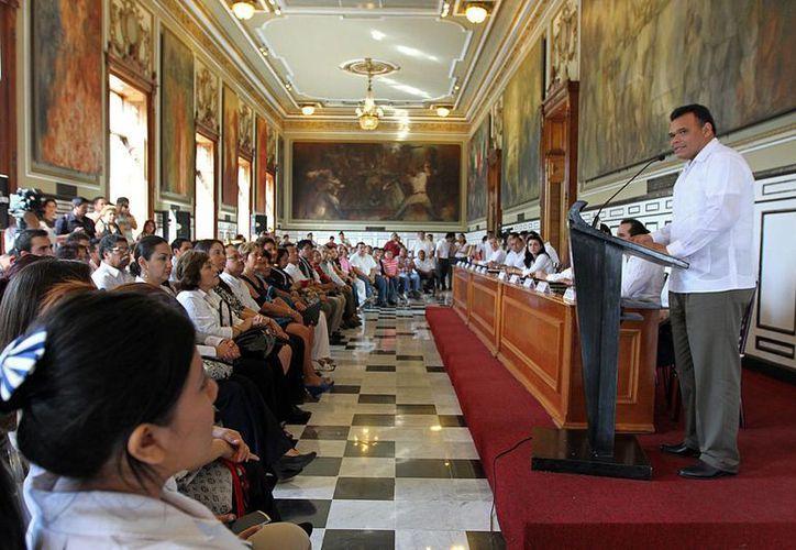 El Gobernador Rolando Zapata durante el anuncio del acuerdo entre ocho instituciones educativas y el Ejecutivo Estatal. (Foto: cortesía)