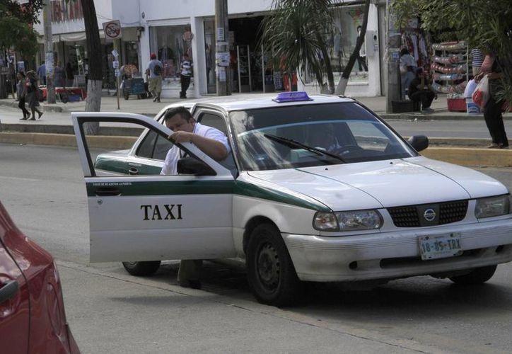 Las unidades del Sindicato de Taxistas tendrán todo diciembre y enero para realizar las modificaciones. (Tomas Álvarez/ SIPSE)