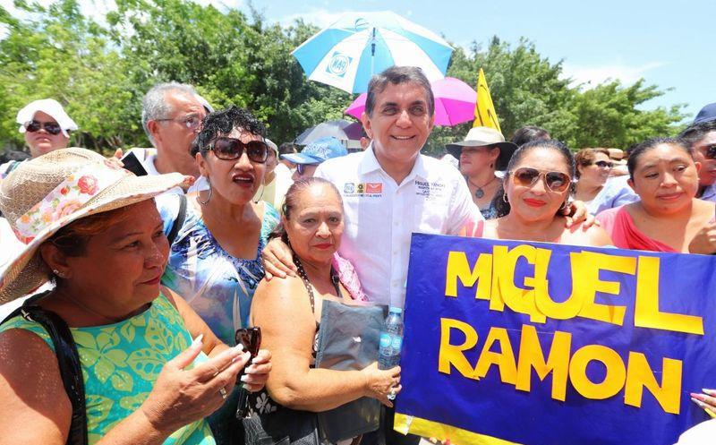 Se reúne candidato con simpatizantes en Playa del Carmen. (Foto: SIPSE)