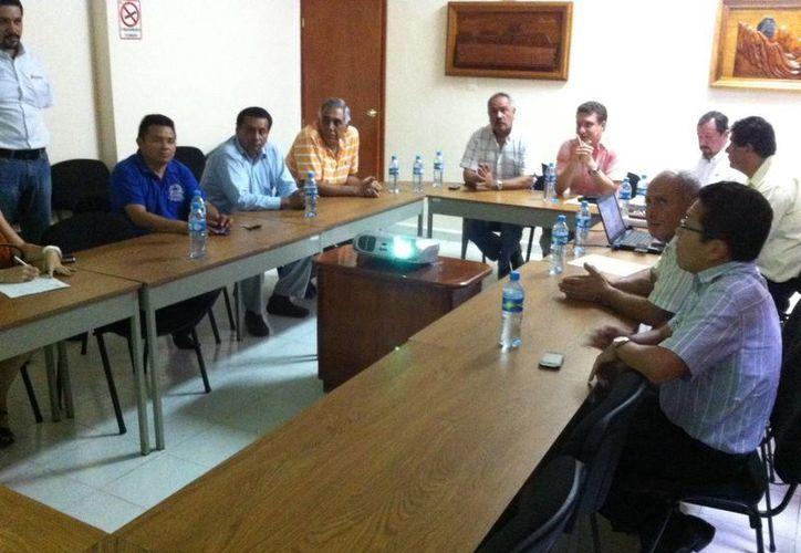 Representantes del gobierno estatal y delegados federales abordaron las implicaciones del arancel. (Edgardo Rodríguez/SIPSE)