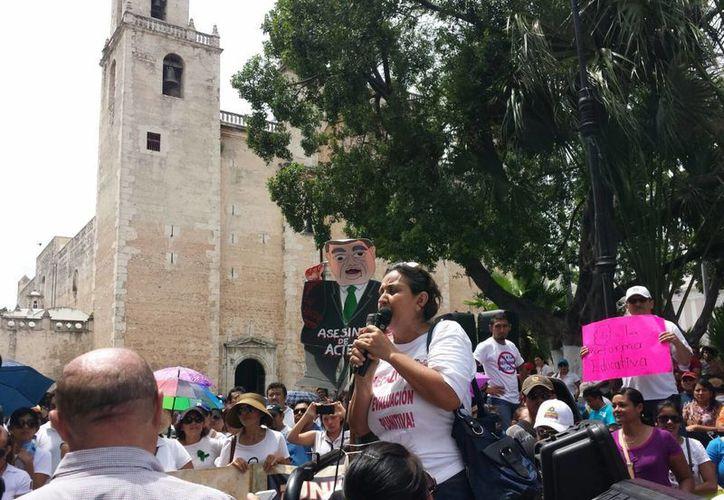 Este sábado los integrantes de la CNTE realizaron una marcha en el Centro de Mérida. (Candelario Robles/SIPSE)
